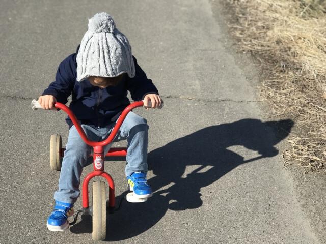2歳の三輪車