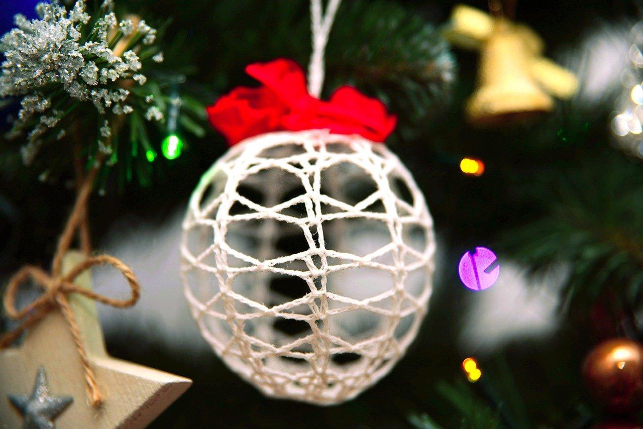 ニットのクリスマスボール